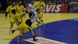 Yunanistan Kupasında tribünler karıştı