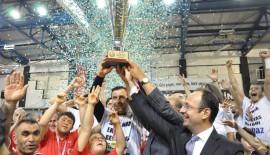 Kupa Şampiyon Kara Kartalların ellerinde