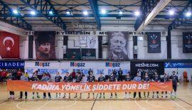 Beşiktaş Mogaz'dan anlamlı pankart