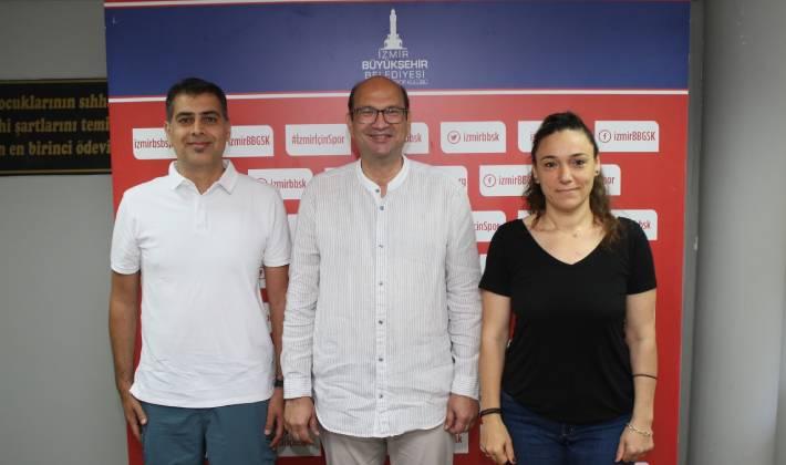 İzmir Büyükşehir'de imzalar başladı