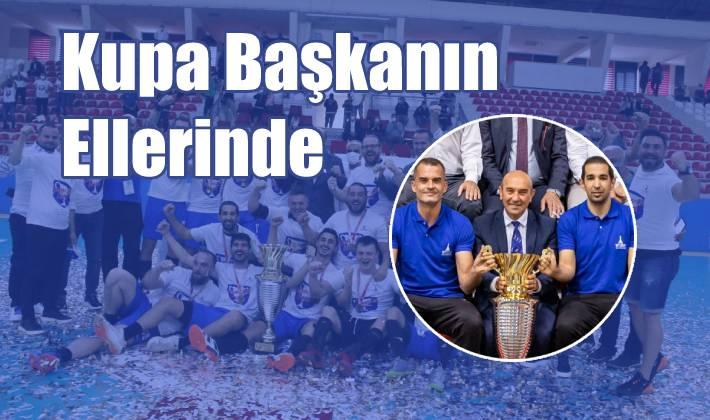 Kupa Başkanın Ellerinde…