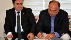 Osman Kalyoncu İmzaladı